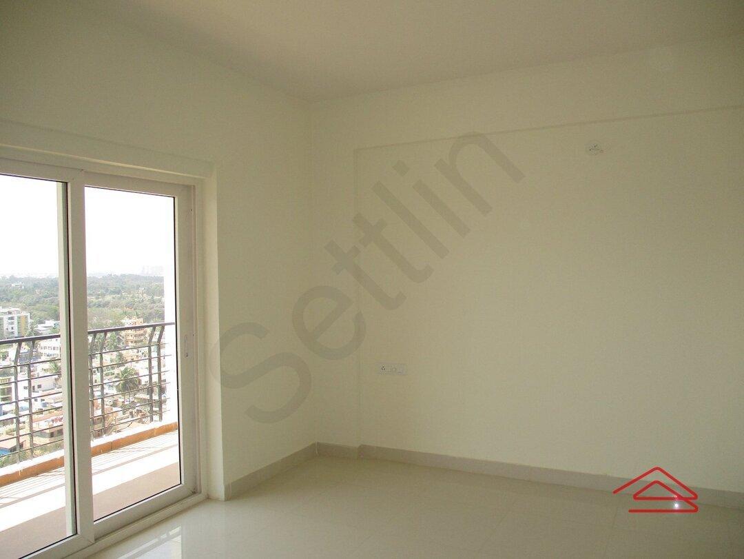 15F2U00215: Bedroom 1