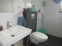 13OAU00233: Bathroom 1
