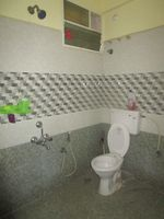 13J6U00575: Bathroom 2