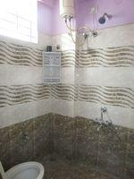 13J6U00575: Bathroom 1