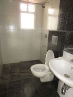 13M5U00809: Bathroom 2