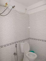 12DCU00250: Bathroom 1