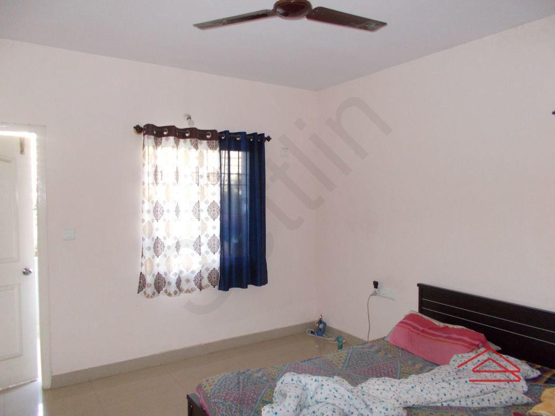 12DCU00250: Bedroom 1