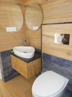 13M5U00197: Bathroom 2