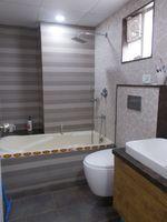 13M5U00197: Bathroom 1