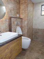 13M5U00197: Bathroom 3