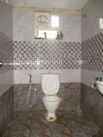 11A8U00360: Bathroom 2