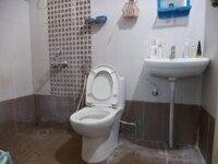 15J1U00375: Bathroom 2