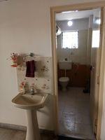 13J6U00085: Bathroom 2