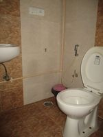 12NBU00216: Bathroom 1
