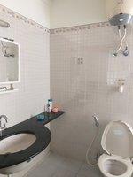 13OAU00093: Bathroom 2