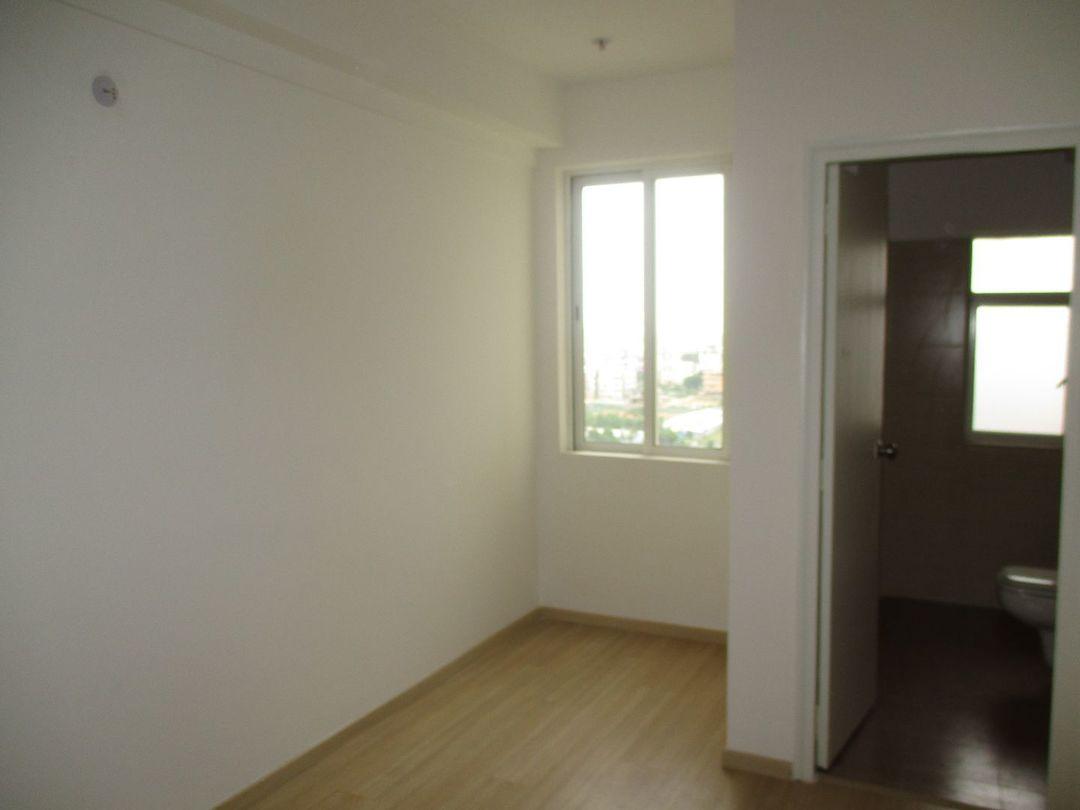 10J7U00169: Bedroom 1