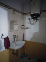 12J6U00446: Bathroom 1
