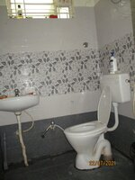 15J7U00135: Bathroom 2