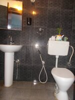 15J1U00125: Bathroom 1