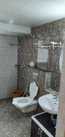 13S9U00012: Bathroom 1