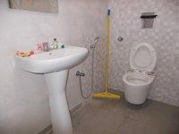 13NBU00081: Bathroom 2