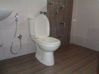 12DCU00106: Bathroom 1