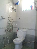 12DCU00106: Bathroom 2