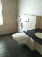 13J6U00366: Bathroom 2