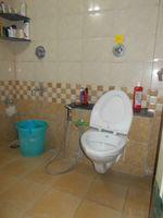 13J7U00003: Bathroom 1