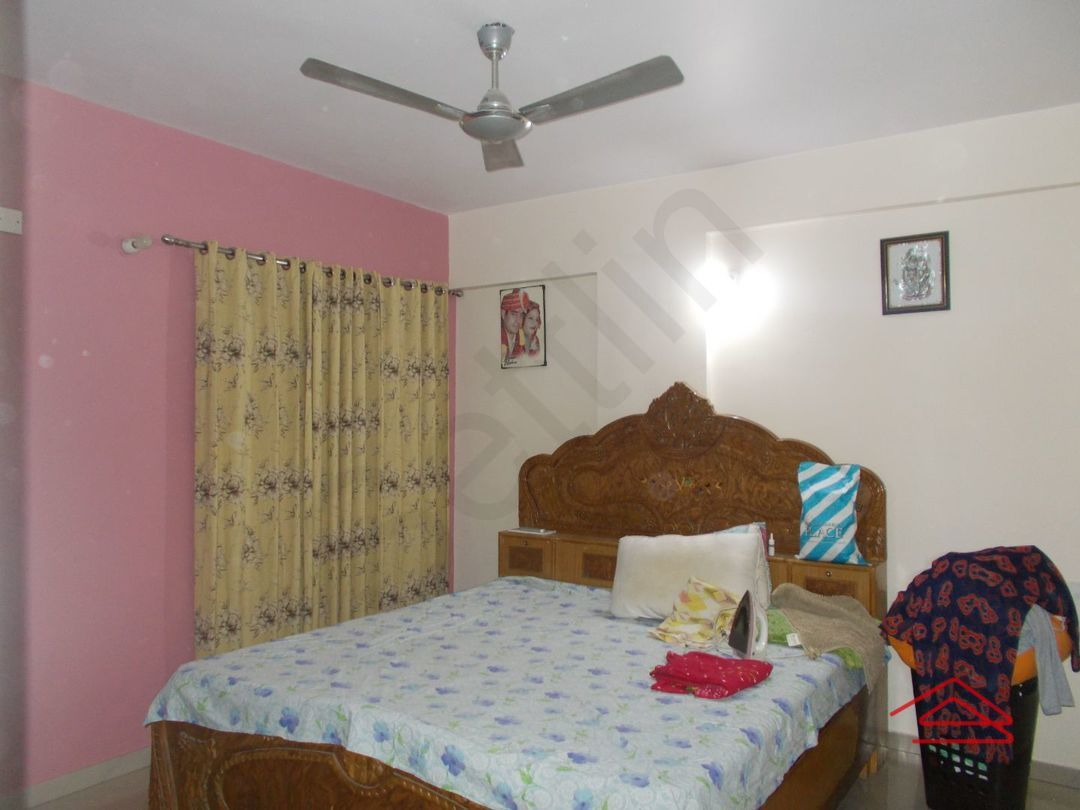 13J7U00003: Bedroom 1