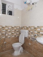 14J1U00382: Bathroom 1