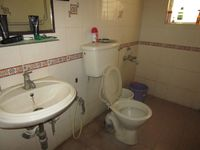 12M5U00436: Bathroom 2