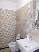 13J1U00281: Bathroom 4