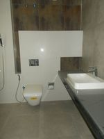 13J6U00370: Bathroom 1