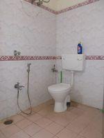 12DCU00233: Bathroom 1