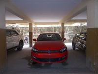12DCU00233: parking