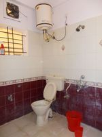 13M5U00184: Bathroom 1