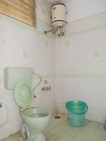13J6U00523: Bathroom 1