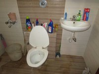 13J6U00405: Bathroom 3
