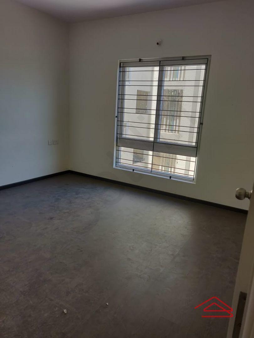 13M5U00350: Bedroom 1