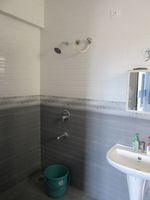 13J7U00009: Bathroom 2