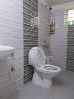 13M5U00153: Bathroom 2