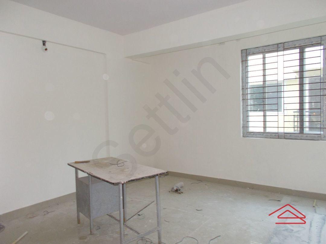 12J6U00431: Bedroom 1