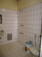 14F2U00088: bathroom 1
