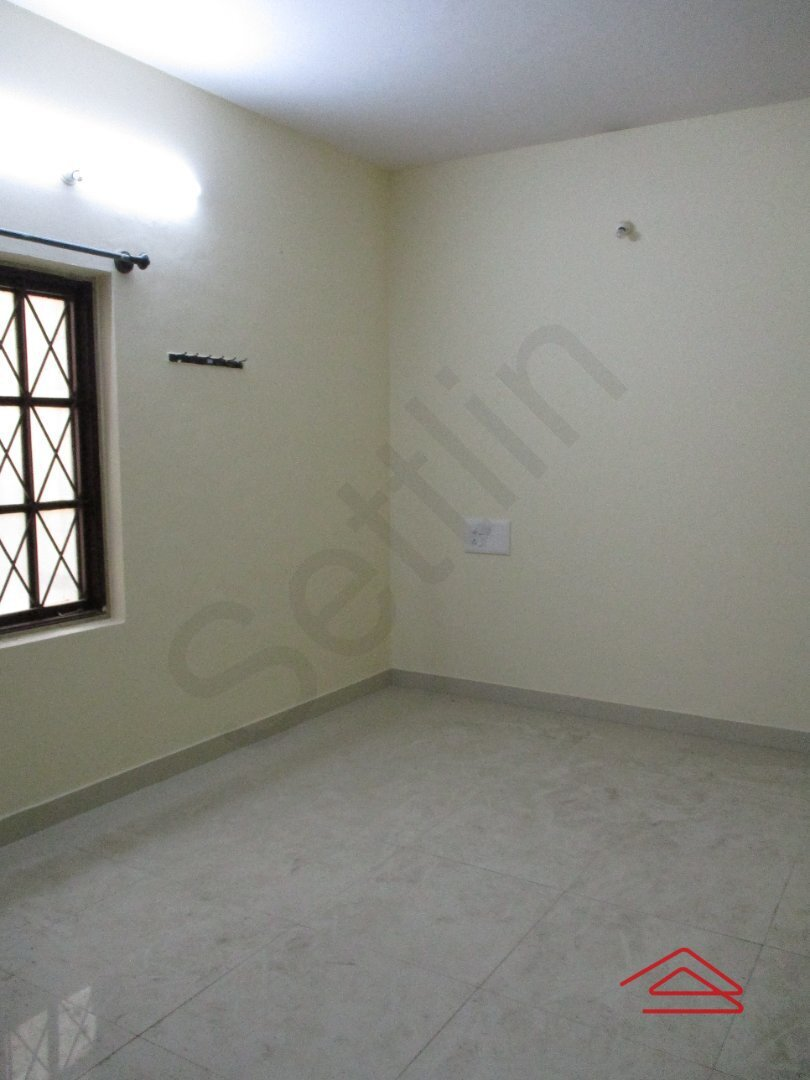 15S9U00693: Bedroom 1