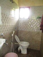 15S9U01015: bathrooms 1