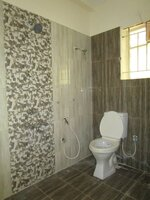 15F2U00243: Bathroom 1
