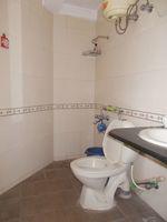 13J1U00136: Bathroom 2