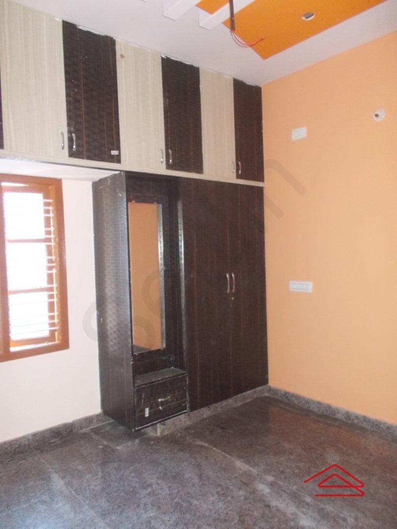 14OAU00155: bedroom 1