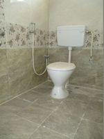 10J7U00183: Bathroom 2