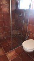 15F2U00378: bathroom 4