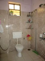 13J6U00426: Bathroom 2