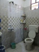 13J6U00426: Bathroom 1
