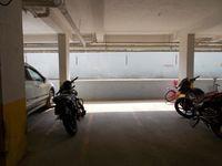 13M5U00599: parking 1